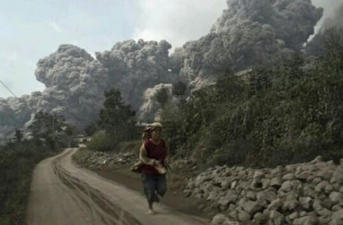 火山から逃げる夢