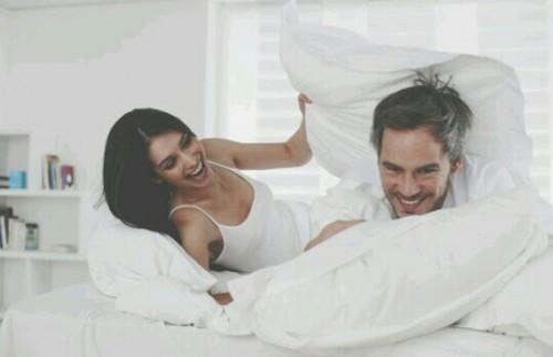 異性と寝室にいる夢占い