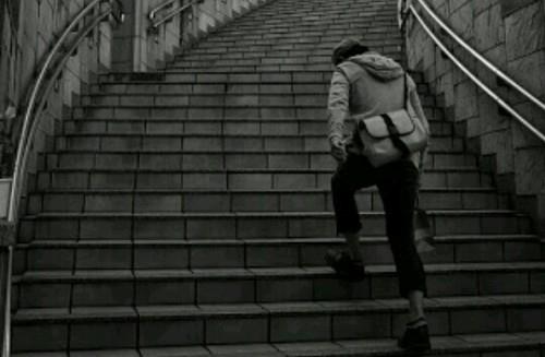 階段を昇る夢占い