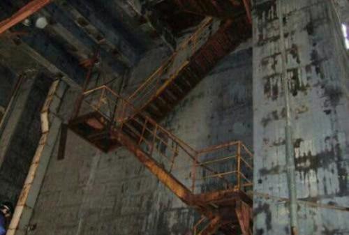 壊れそうな階段の夢