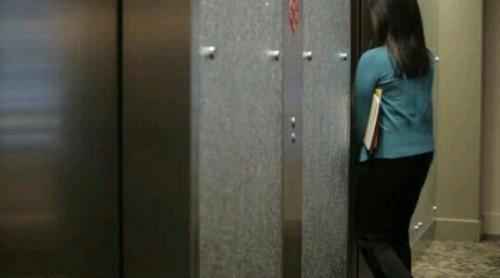 エレベーターに乗り遅れる夢