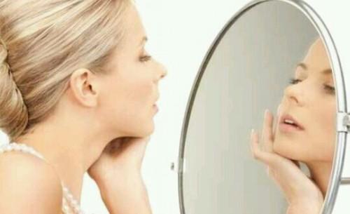 鏡を見る夢占い