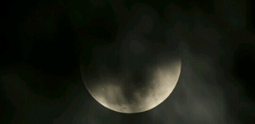 雲に隠れる月の夢