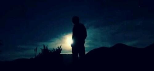 月明かりの中を歩く夢