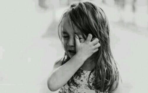 子供が泣いている夢
