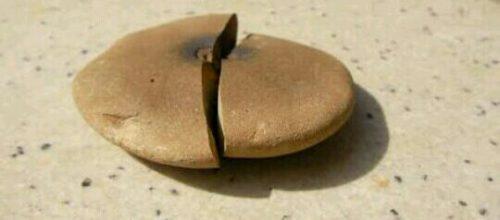 石が割れる夢