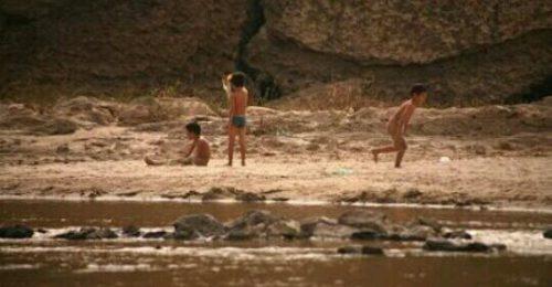 裸で遊んでいる夢