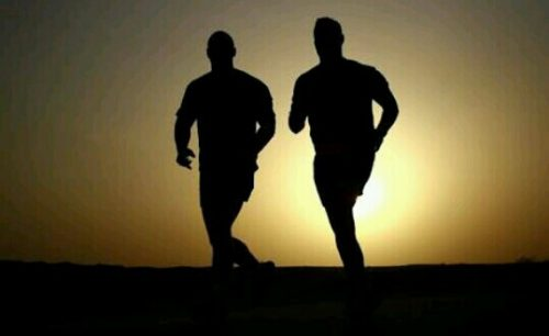 人と一緒に走る夢占い