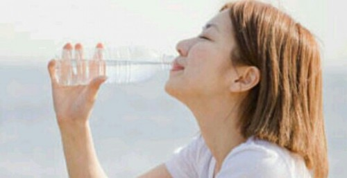 水を飲む夢