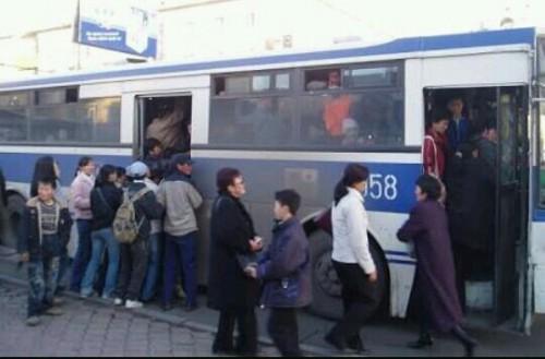 満員のバスの夢