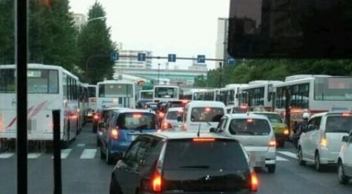 渋滞に巻き込まれるバスの夢