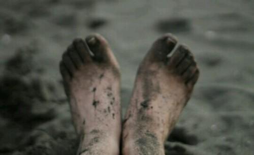 汚れた足の夢