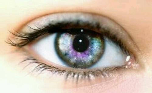 大きな綺麗な目