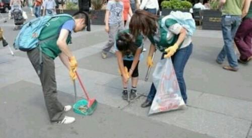 街を掃除している夢