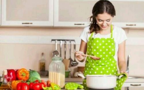 料理を作る夢占い