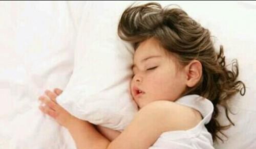 寝ている子供の夢