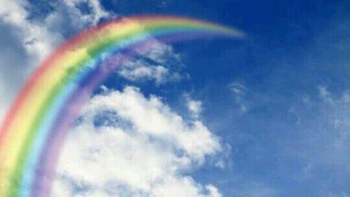 空に突き抜ける虹の夢
