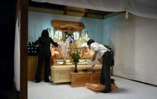 葬式の設営の夢