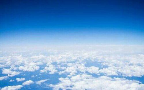 [夢占い]空の夢で読み解くアナタの自由度!